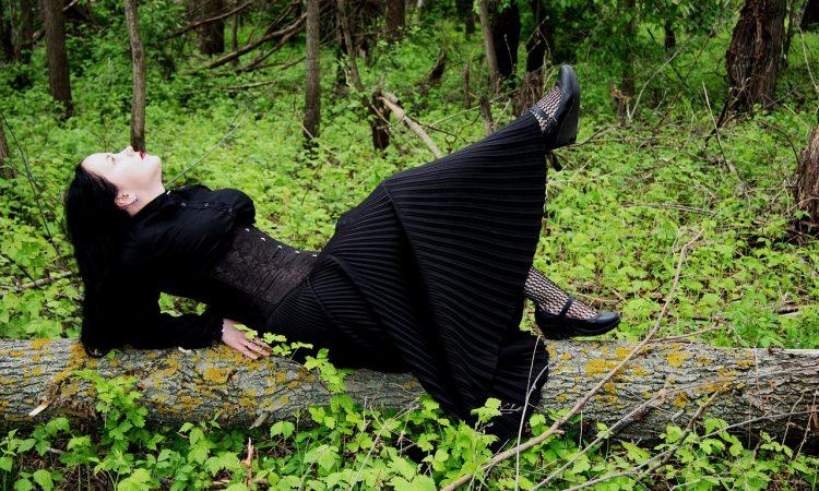 Le Style Gothique. Les Tenues Vestimentaires